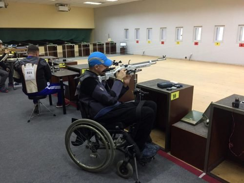 На фотографии: Логутенко А., Новосибирск, золотая медаль в стрельбе из пневматической винтовки в классе SH-2С