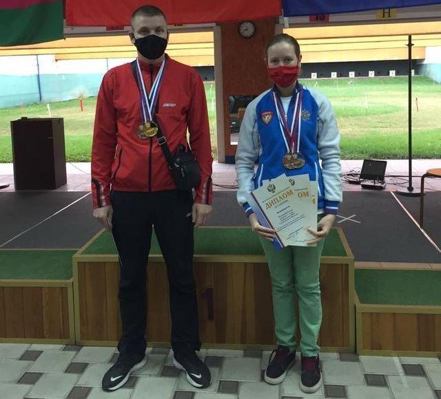 На фотографии: Антон Кудрук и Елена Пенькова, призёры Чемпионата России по пулевой стрельбе